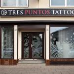 Tres Puntos Tattoo Eingang